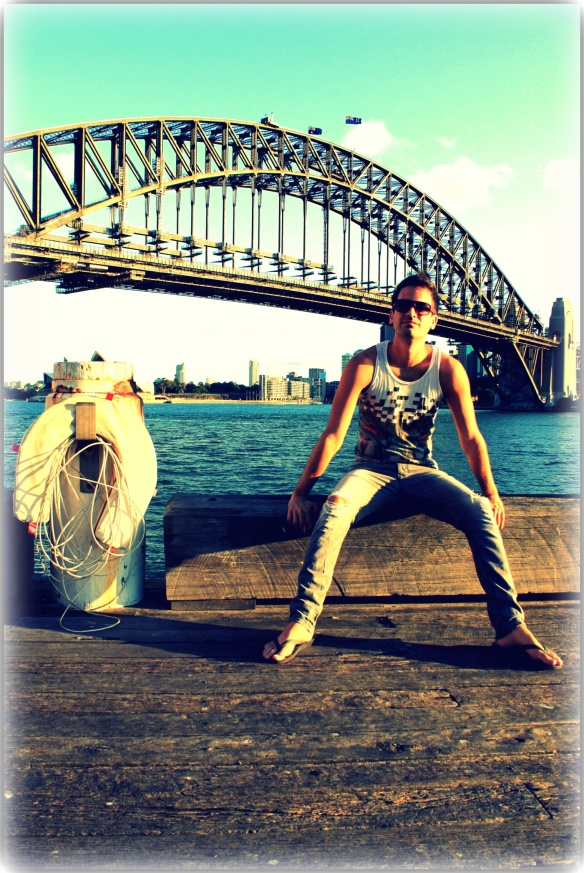 Jay Rob chillin' under the Sydney Harbour Bridge